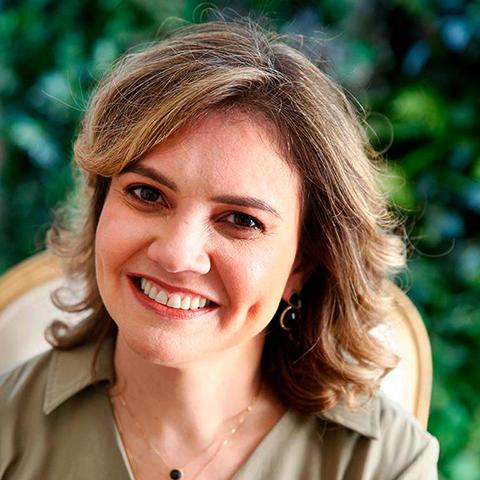 Foto da Jaqueline Barros, coordenadora do Centro de Infusão e chefe da Reumatologia do Hospital Santa Catarina.